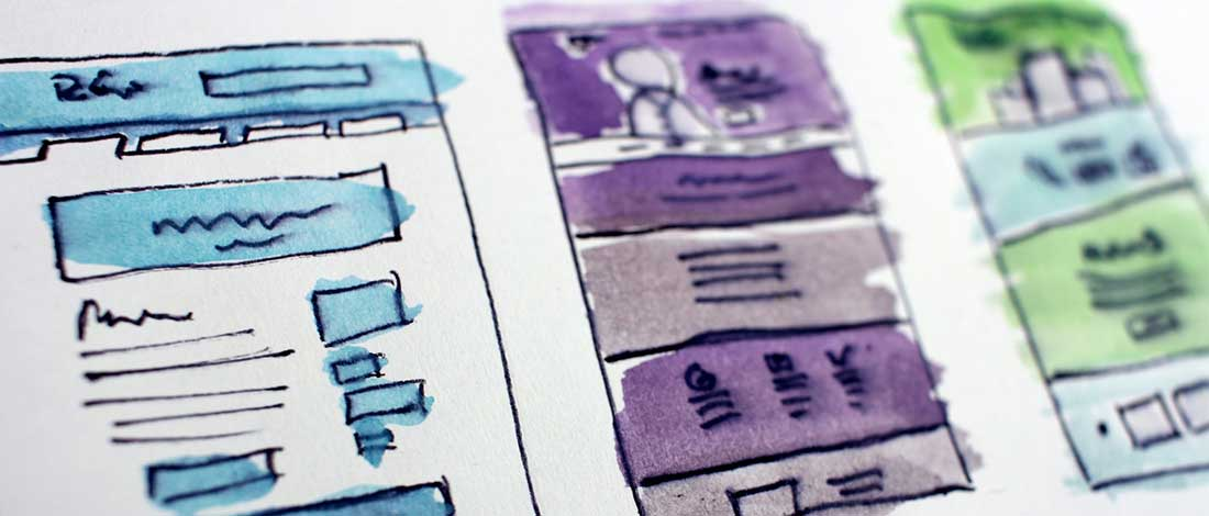 imagen de unos bocetos en papel y color para una web