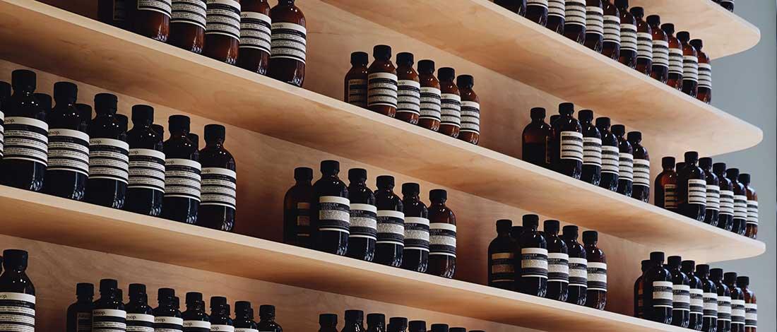 imagen de estanteria con muchos productos